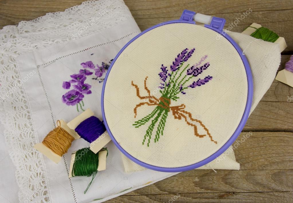 Patron para bordar lavanda | Mano bordado en lino — Foto de stock ...