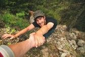 horolezci, pomáhat si navzájem lézt na horu