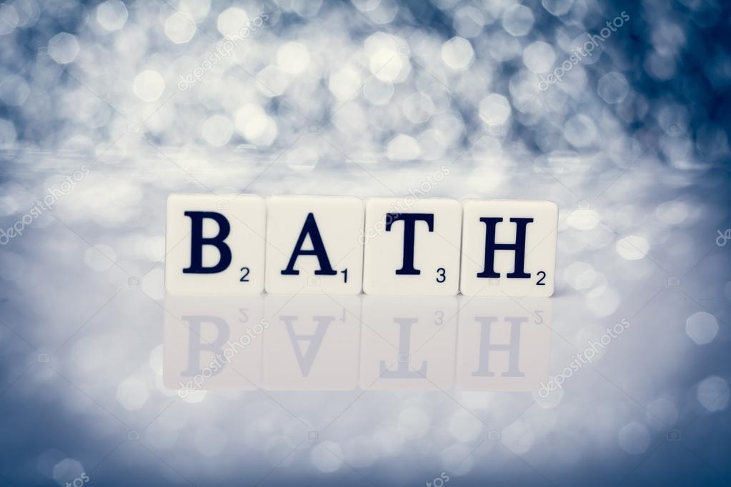 Scritta di piastrelle con lettere bagno u foto stock