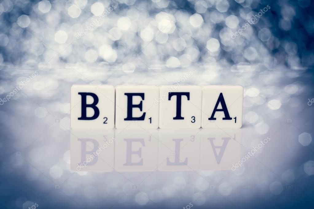 Parola di piastrelle con lettere scritta beta u foto stock