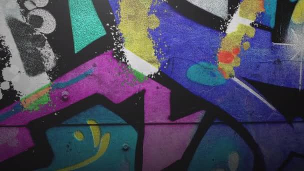 Obecná animace grunge zdi budovy na ulici v letní den
