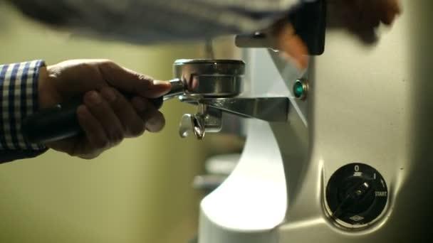 Felmentést kapnak a daráló, és préselt kávét