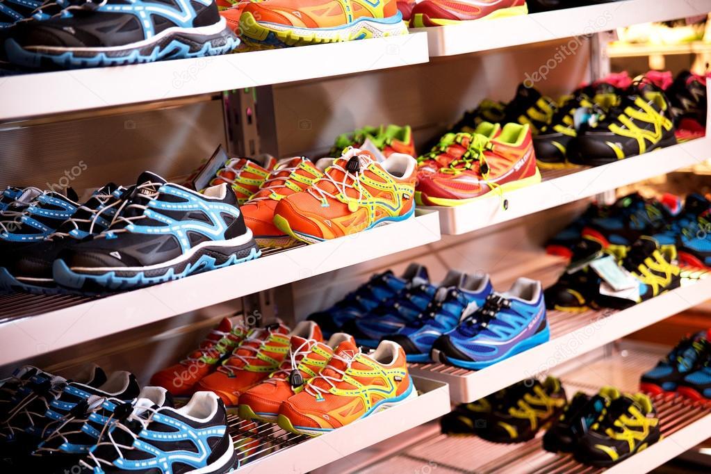 di sportivi Scaffali con Negozio articoli sportive scarpe xpqTa