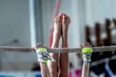 Fotografie Hände und Füße-junges Mädchen-Turner