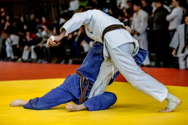 Fighters judoists fight in time to compete