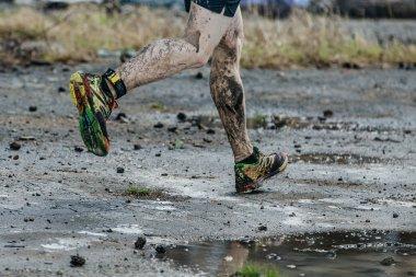 dirty legs men runner