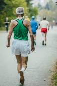 Fotografia vecchio uomo atleta corre