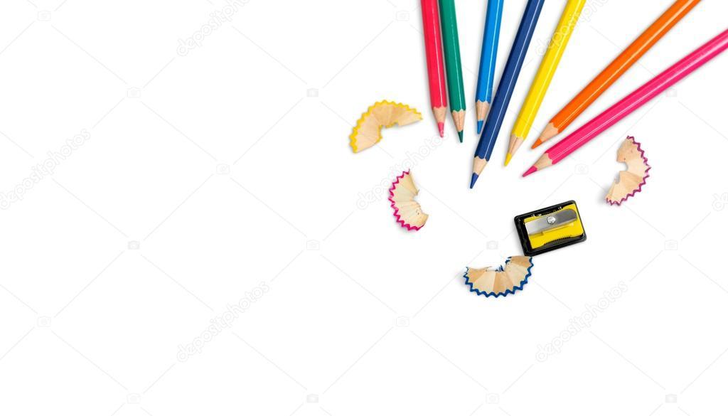 lápices de diferentes colores y un sacapuntas de lápiz — Foto de ...