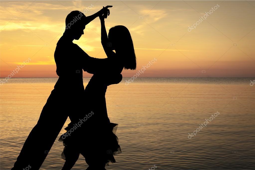 Silhouette man and woman dancing Salsa — Stock Photo ...