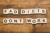Fotografie Výstřelek. Výstřelek diety nefungují karty izolovaných na bílém pozadí