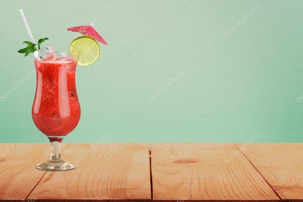 abc900d38c Koktél. Koktélok lágy és hosszú italok ind első fehér háttér — Stock ...