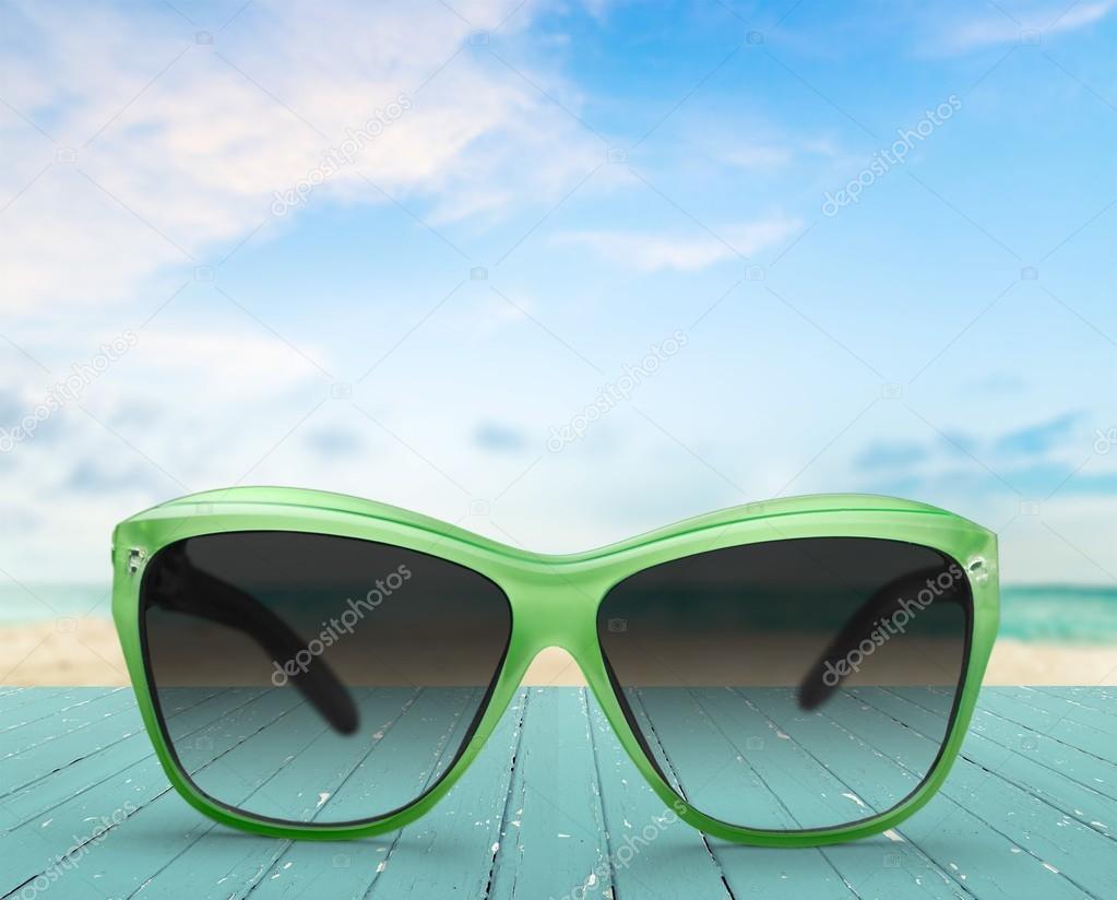 Zonnebril Lichte Glazen : Zonnebril glazen zon u2014 stockfoto © billiondigital #74954763