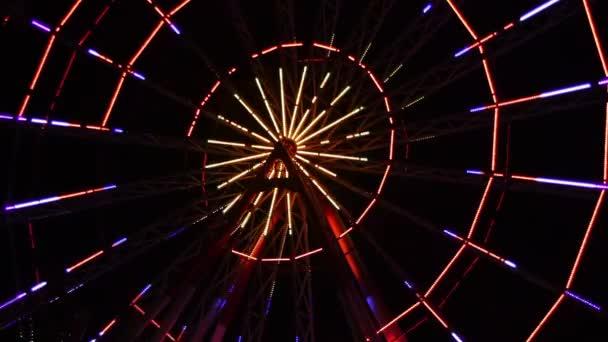 Riesenrad-Lichter in der Nacht