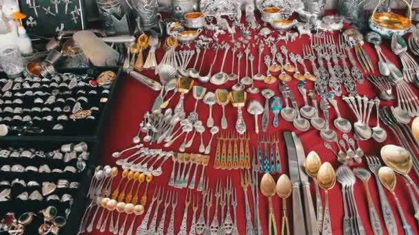 Starožitné nádobí, Vintage stříbro, železo a zlaté nádobí