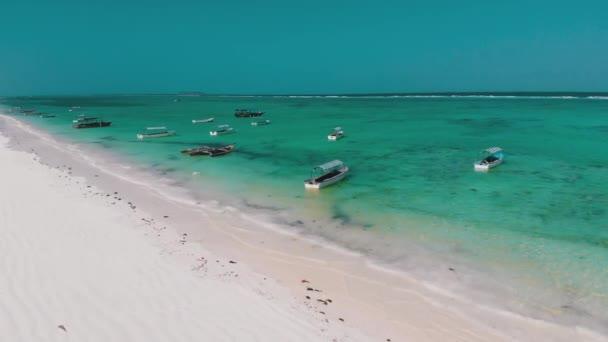 Lodě jsou zakotveny u pobřeží na mělčině, Oceán v odlivu, Letecký, Zanzibar