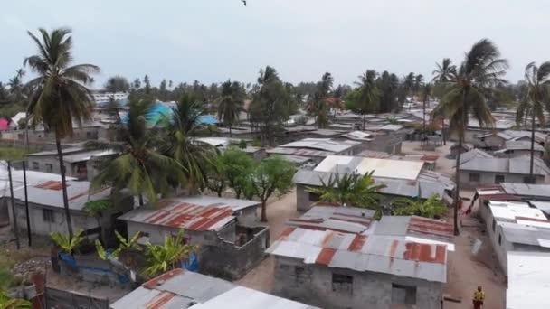 Letecký pohled Africké slumy, Dirty House střechy místní vesnice, Zanzibar, Nungwi