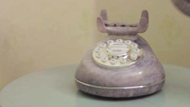 Zvedání telefonu