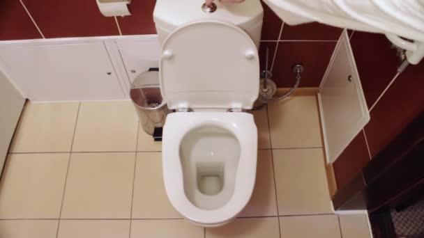 Odtok vody na záchodě