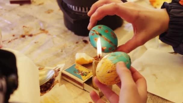 Ember festi a húsvéti tojás