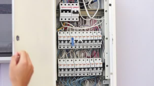 Spínání elektrické pojistky