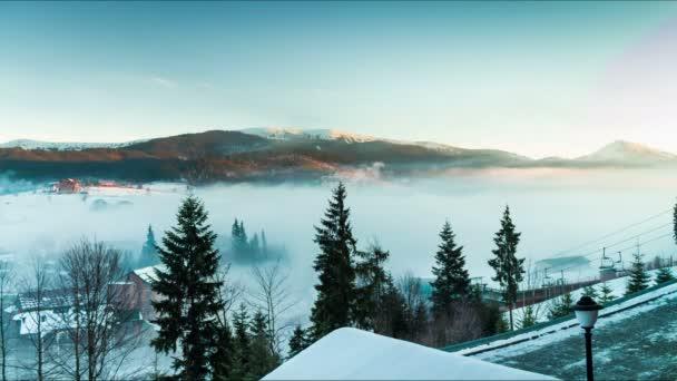 Mlha v horách. Timelapse