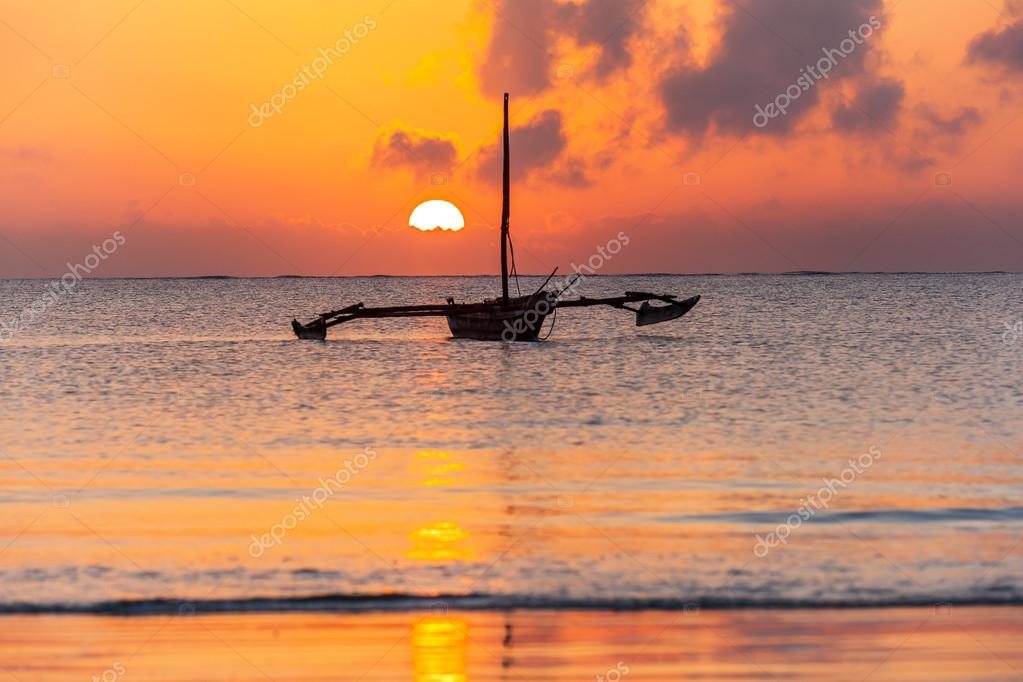 Mombasa, beach, sunrise, africa, sun, boat, kenya Sunrise over the Indian Ocean