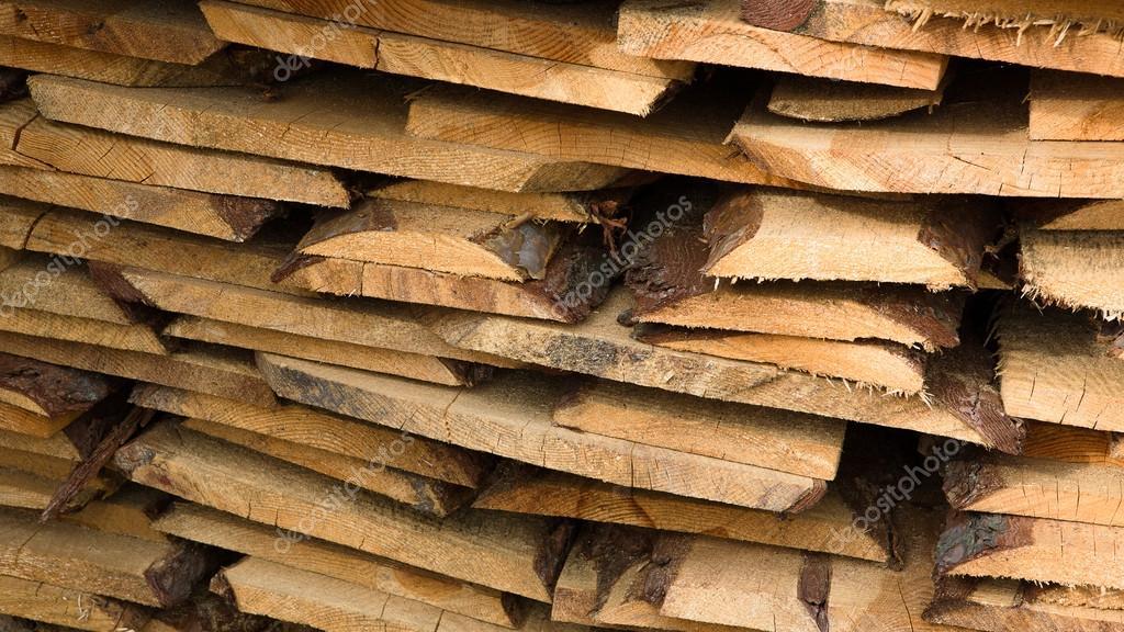 Pila di tavole di legno closeup foto stock lumikk555 107373912 - Tavole di legno grezzo ...