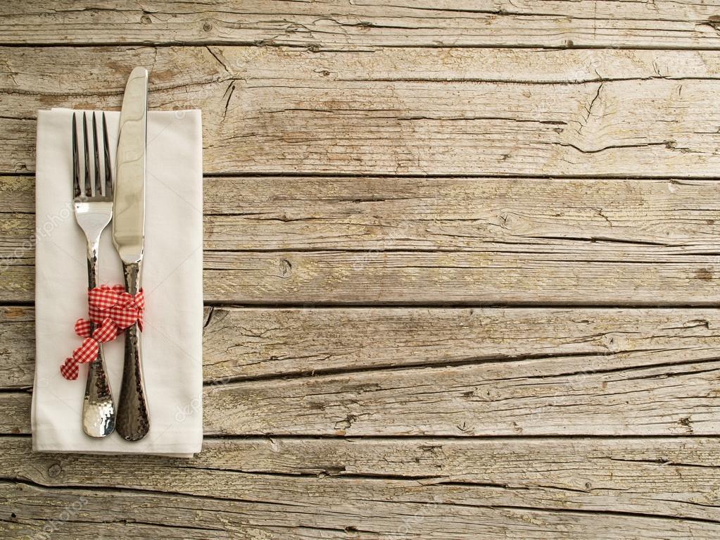 Utensili da cucina posate su vecchio fondo di tavole di - Tavole legno vecchio prezzi ...