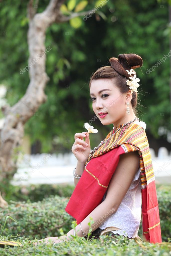 Femme Thailandaise Photos belle femme thaïlandaise tenue fleur — photographie tawesit@gmail