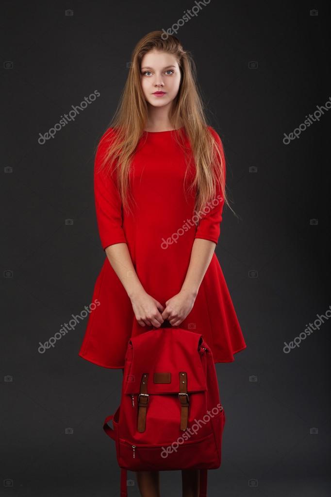 e337b44b827b2d Portret van een meisje in een rode jurk — Stockfoto © natazhekova ...