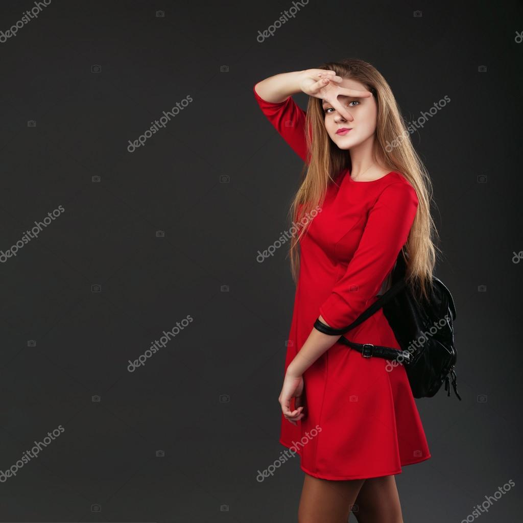 zaino uno di in una pelle vestito ragazza in un Ritratto con rosso H1zqpwx