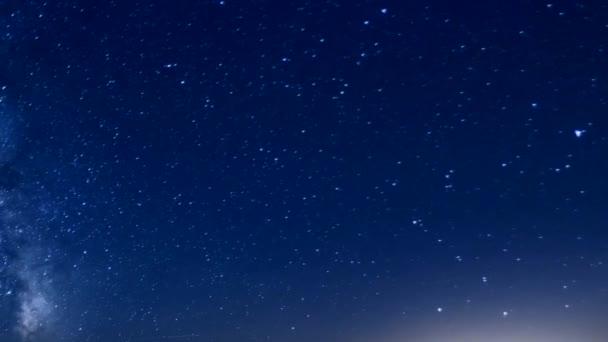 csillagok mozognak az éjszakai égen, idő múlásával