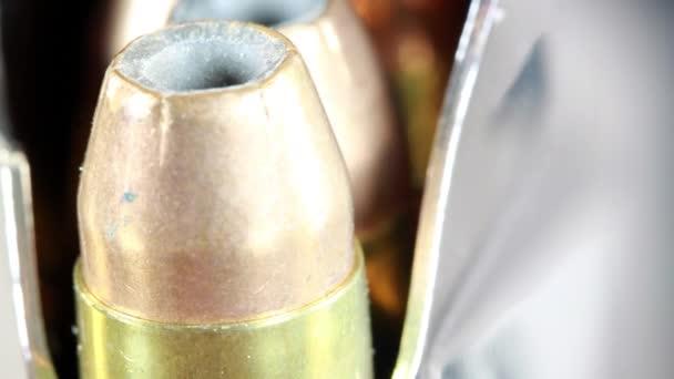 Kugeln mit Pistolenclip - Waffenrechtskonzept