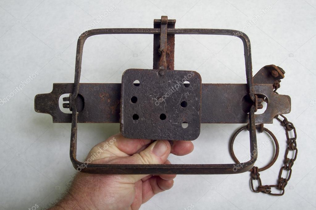 rare large old leg hold trap - HD 1300×957