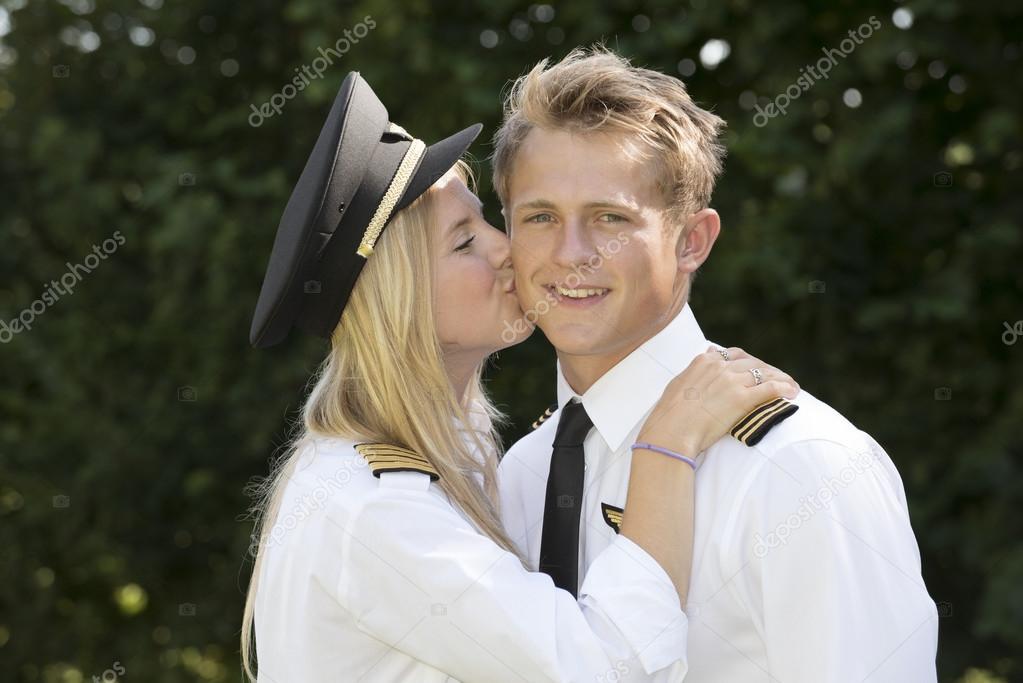 Dating Airline crew Ik wil aansluiten met een willekeurige vent