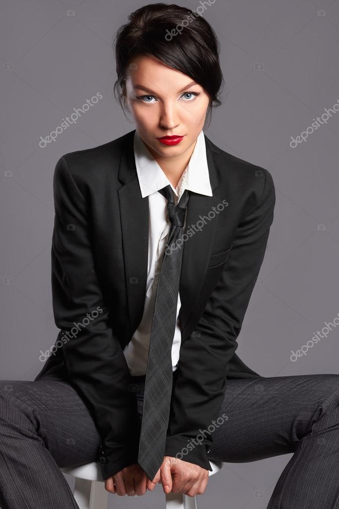 frau in formellen anzug und krawatte stockfoto photoagents 118044810. Black Bedroom Furniture Sets. Home Design Ideas