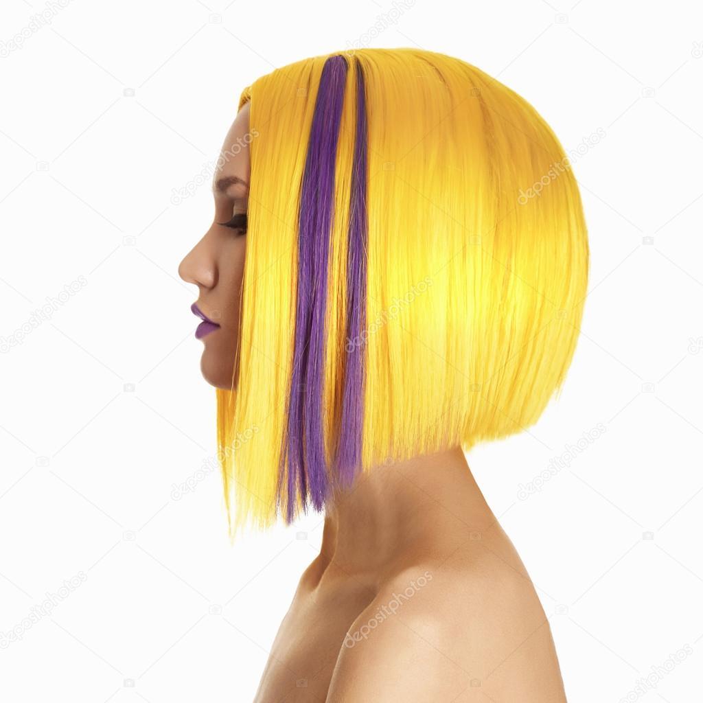 mujer de color de pelo amarillo — Foto de stock © photoagents #68472481