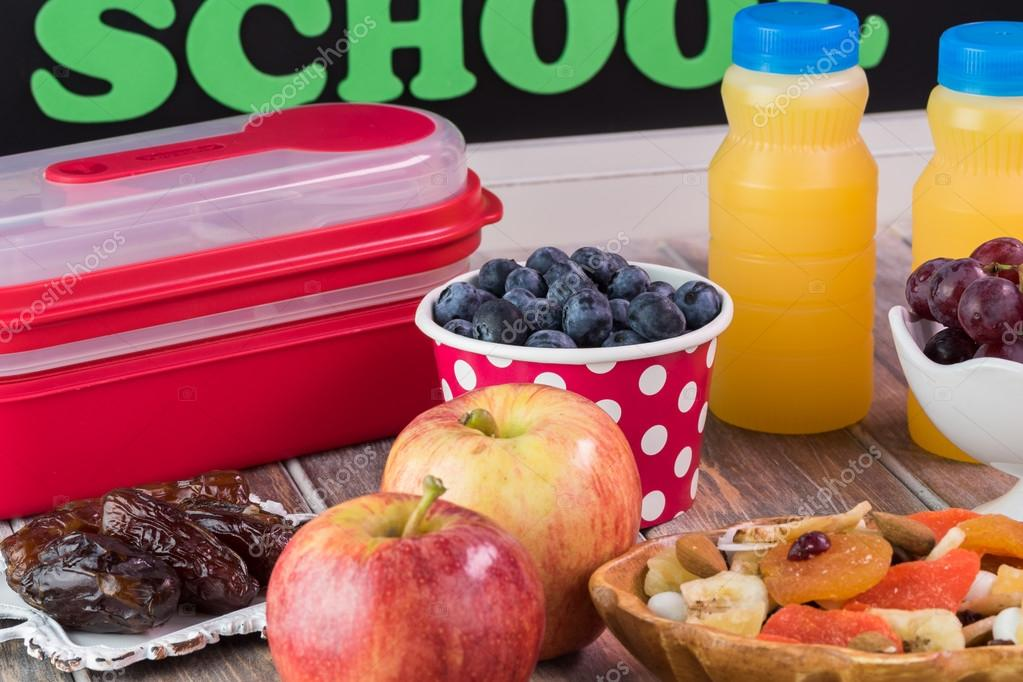 Spuntini Sani Per La Scuola : Spuntino sano per la scuola u foto stock russiandoll