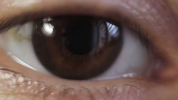 Žena se otevře oči