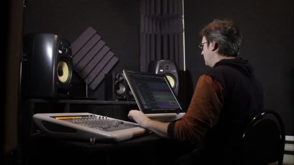 Hang működik a stúdióban