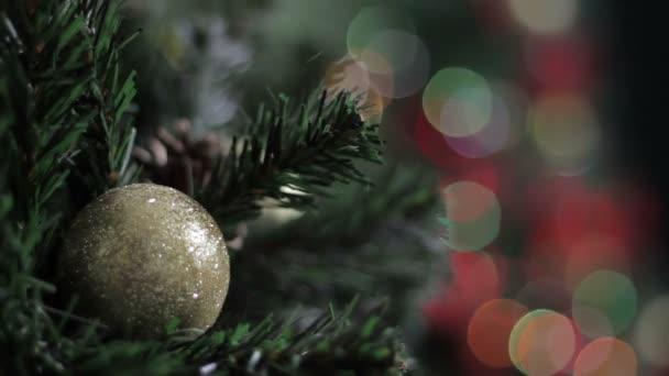 Vánoční dekorace na vánočním stromečku