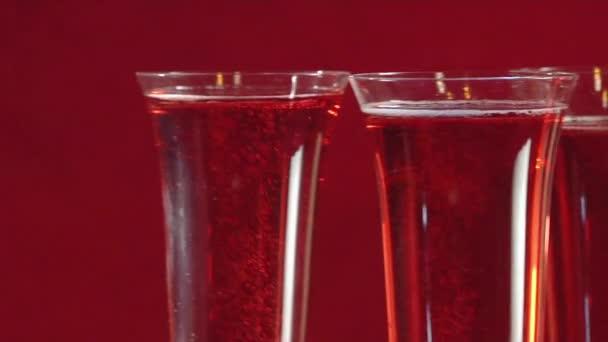 Verres de vin rosé pétillant — Vidéo StockFoodGmbH ©  69412607 321c5a83dd22
