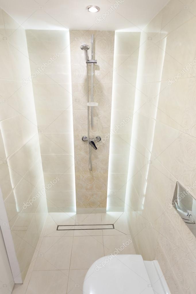 Prysznic W Małej łazience Zdjęcie Stockowe Marvlc 111706938