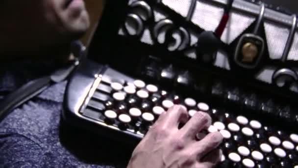 video-klavish-vo-vremya-kirtana