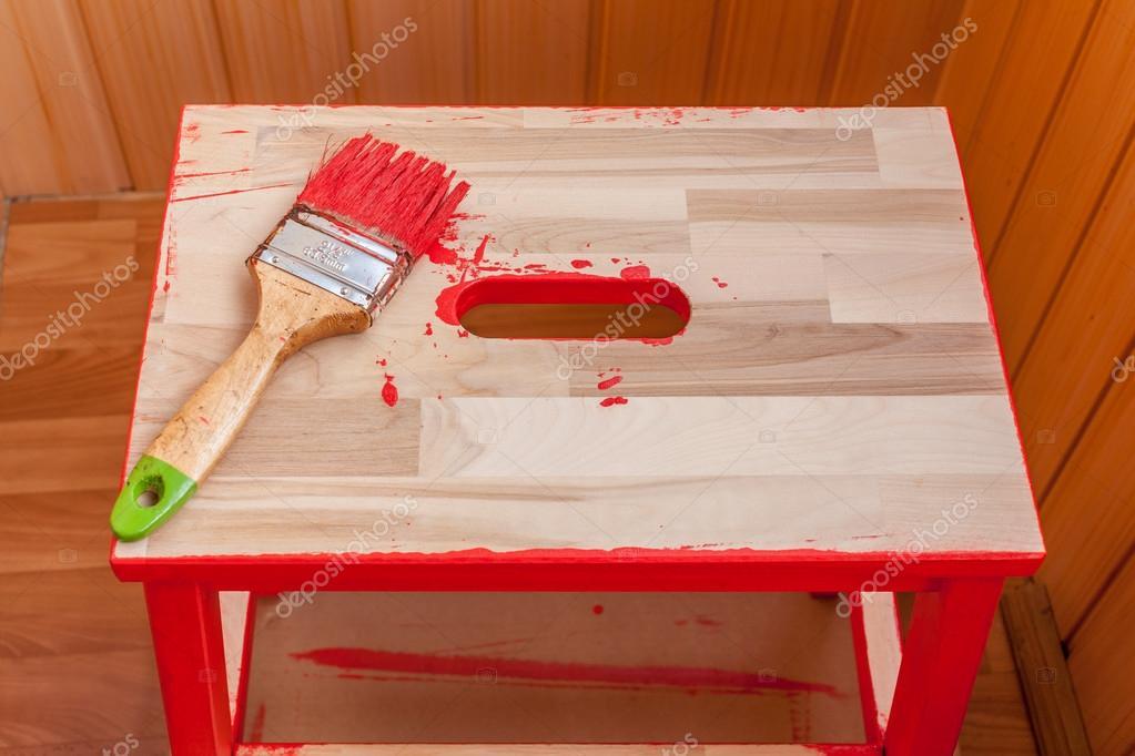 Kırmızı Boya Ve Fırça Ahşap Sandalye Stok Foto 80501982351