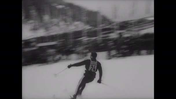 1940er Jahre: Skifahrer im olympischen Slalomwettbewerb.