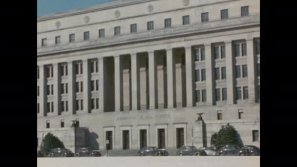 1940er Jahre Washington DC: Gebäude des Innenministeriums. Eingang Federal Reserve. Adlerskulptur über dem Hauseingang.
