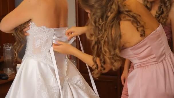 Ruha esküvői ruha