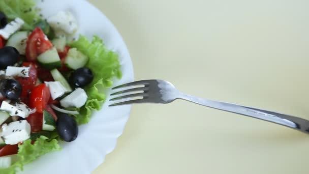 čerstvý salát s olivovým olejem