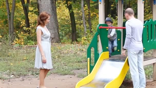 Apa anya és a gyermek, játék, játszótér